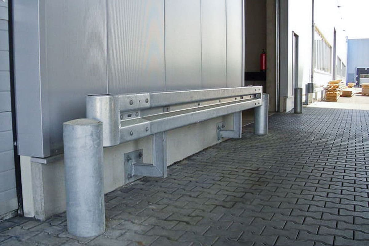 schutzplanke rammschutz poller 1 - Industrieabsicherung