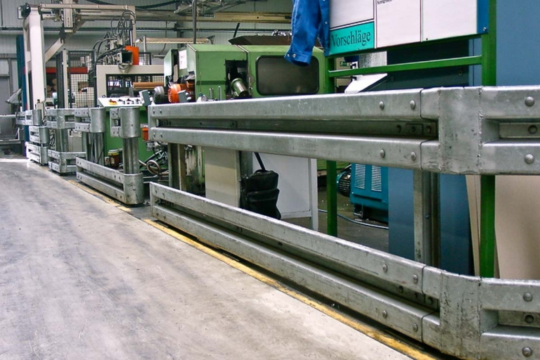 schutzplanken industrie fertigung 1 768x512 - Rammschutz Fertigungsbetrieb