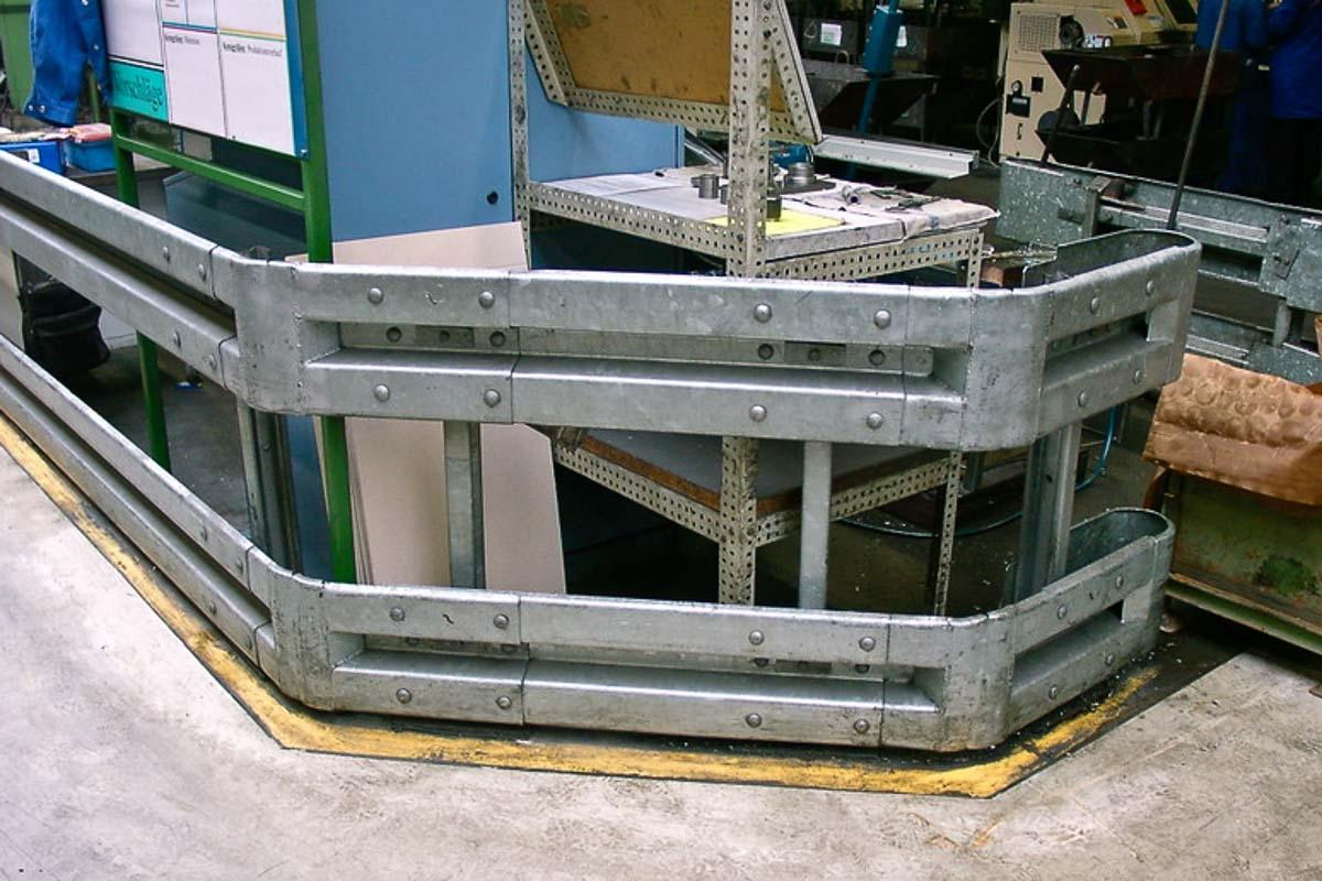 schutzplanken industrie fertigung 3 1200x800 - Rammschutz Fertigungsbetrieb