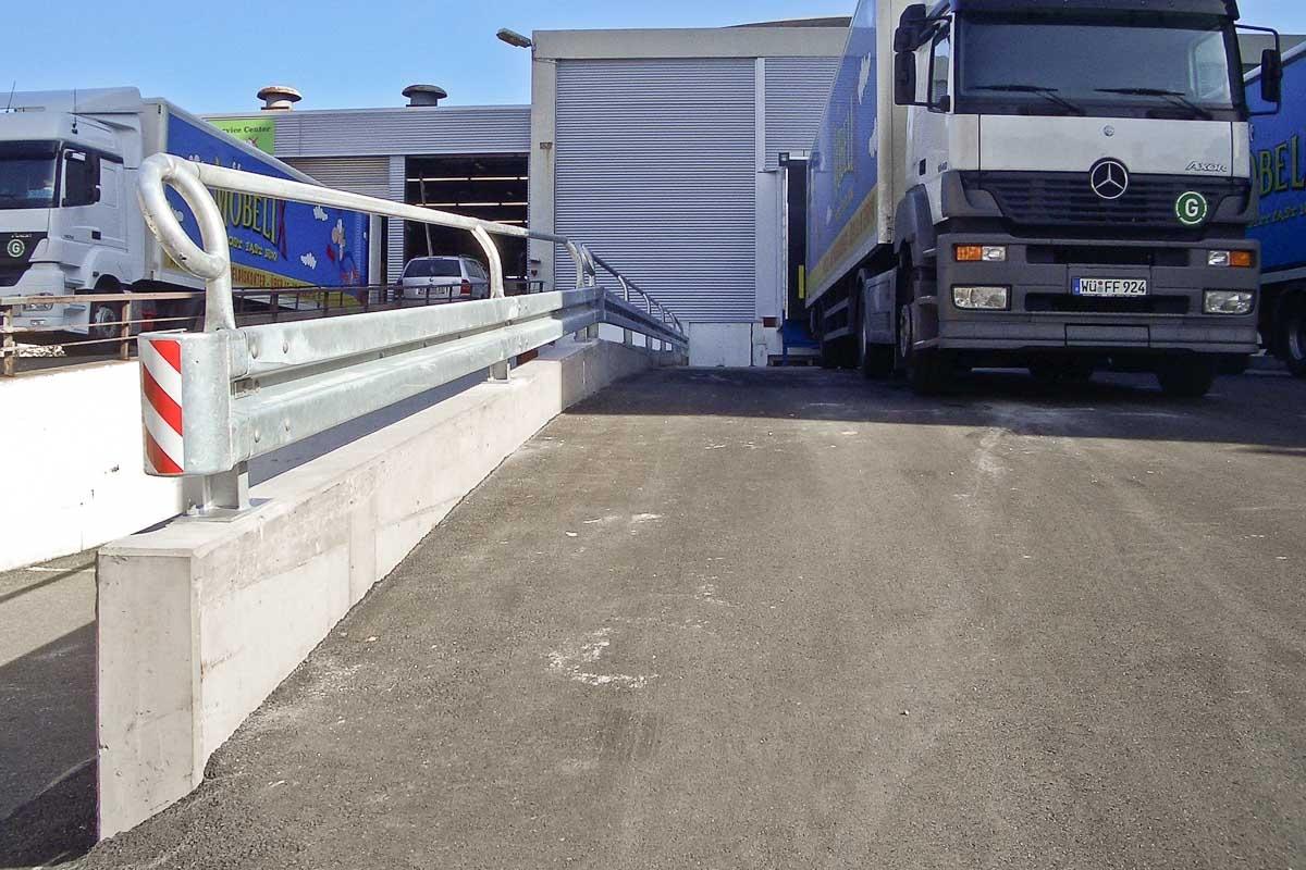 schutzplanken laderampe 2 1200x800 - Industrieabsicherung