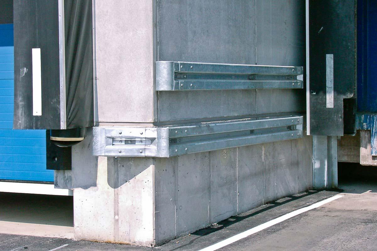 schutzplanken verladestation 1 - Industrieabsicherung