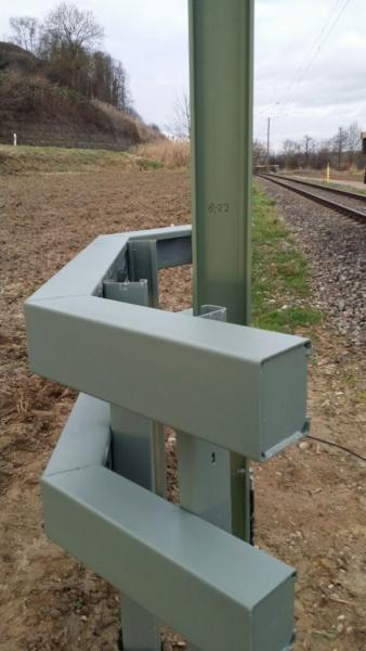 IMG 20180131 WA0023 338x600 - Elektrifizierung Kaiserstuhlbahn, Mastsicherung mit schwerem Anfahrschutz System INDULEIT