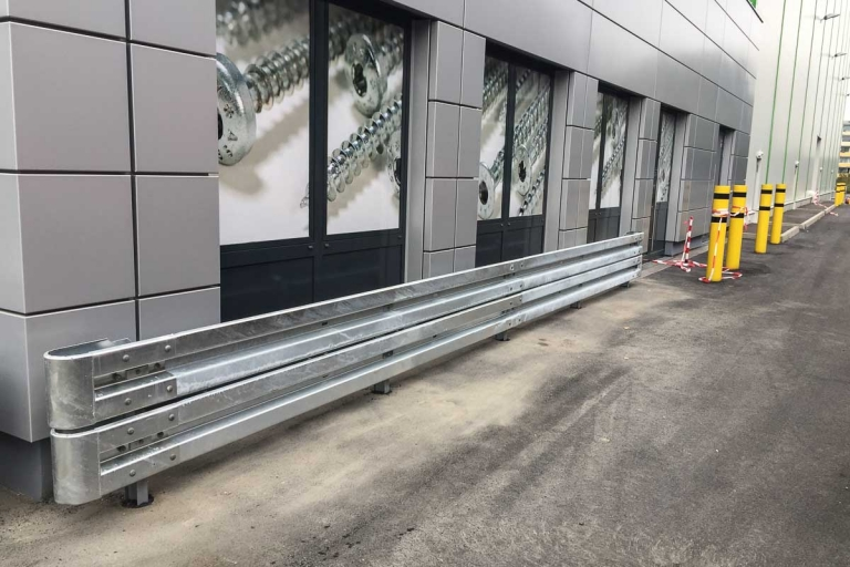 roleit fassadenschutz schutzplanke 5 768x512 - Fassadenschutz mit Schutzplanken