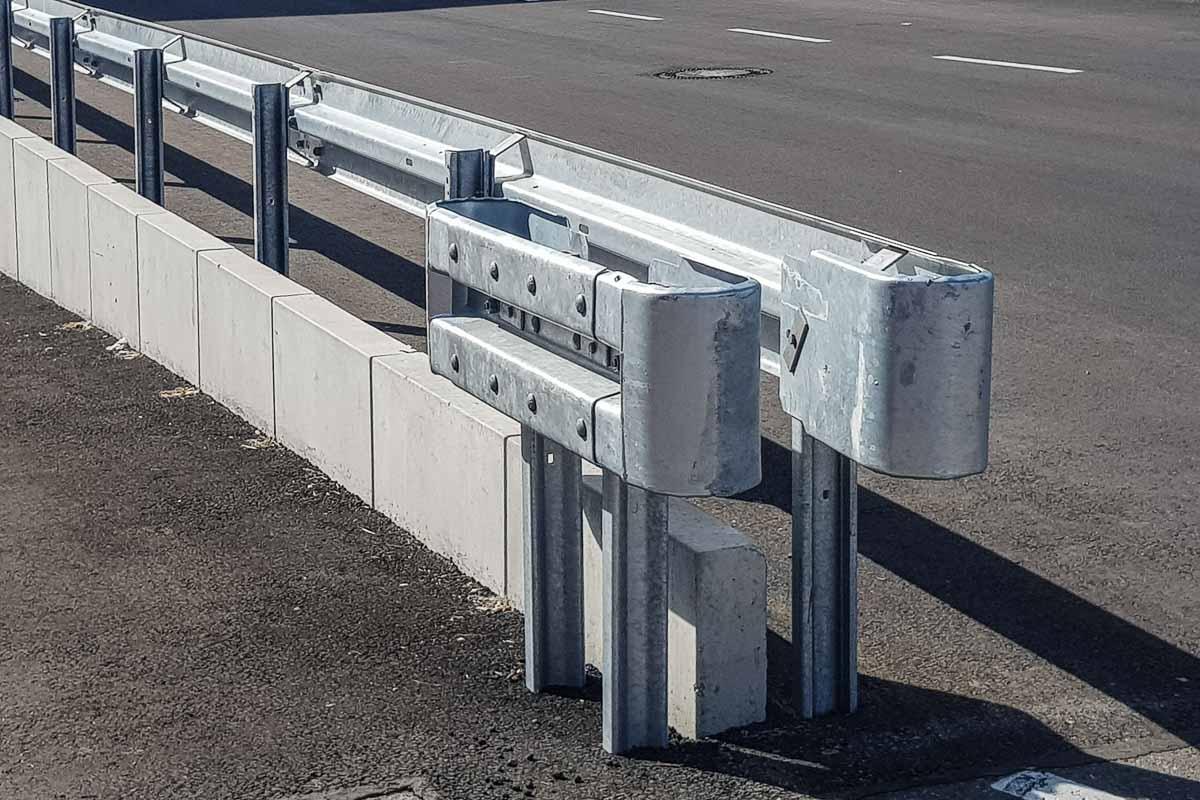 roleit parkplatzsicherung schutzplanke 3 1200x800 - Industrieabsicherung