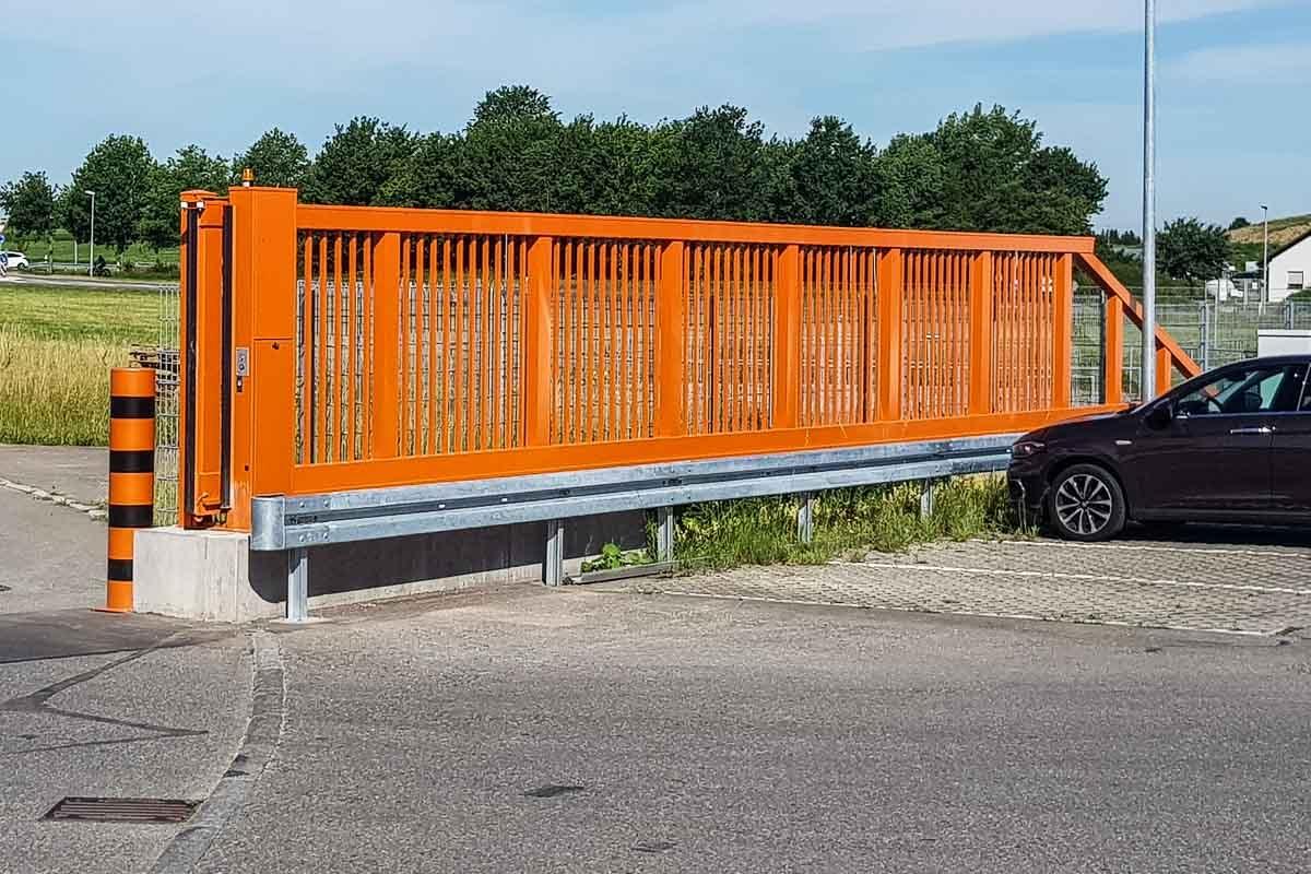roleit parkplatzsicherung schutzplanke 4 1200x800 - Industrieabsicherung